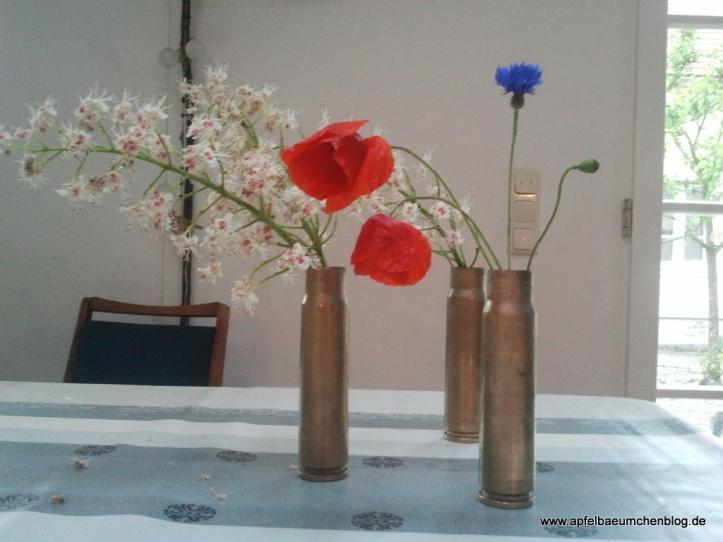 Feldblumen in Patronenvase