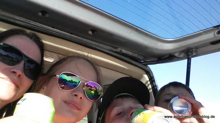 Familienbild mit Sonnenbrille