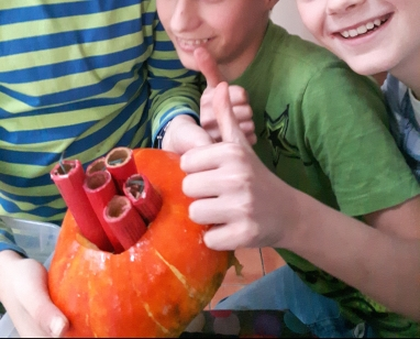 Rakete Kürbis Kinder